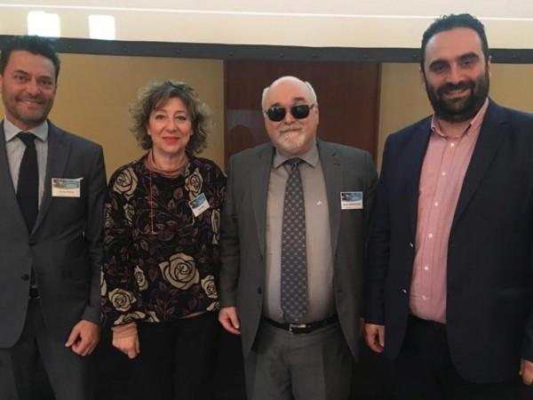 Ο Ι. Βαρδακαστάνης με εκπροσώπους