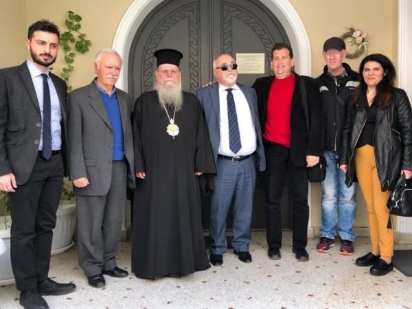 Ο Ι. Βαρδακαστάνης με το Μητροπολίτη Φιλίππων Νεαπόλεως & Θάσου Στέφανο και μέλη του αναπηρικού κινήματος