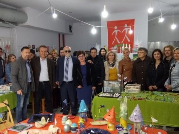 Ο Ι. Βαρδακαστάνης με τη Βάσω Παναγοπούλου και τους συνεργάτες της