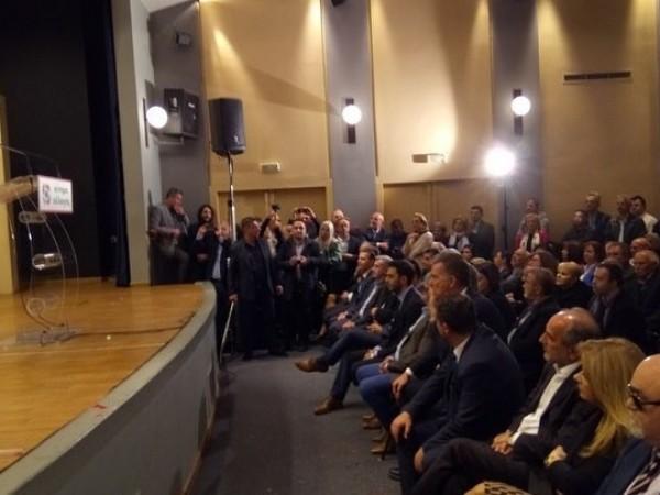 Ο Ι. Βαρδακαστάνης κατά τη διάρκεια της ομιλίας της Φ. Γεννηματά