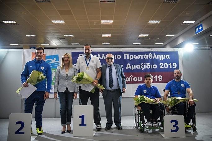 Ο Ι. Βαρδακαστάνης με την Πρόεδρο του Κινήματος Αλλαγής Φ. Γεννηματά κατά την απονομή των μεταλλίων στους διακριθέντες αθλητές