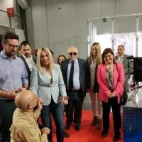 Ο Ι. Βαρδακαστάνης και η Πρόεδρος του Κινήματος Αλλαγής Φ. Γεννηματά με συμμετέχοντες της έκθεσης