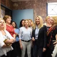 Η Φ. Γεννηματά κατά την επίσκεψή της στο ΙΚΑ Περιστερίου