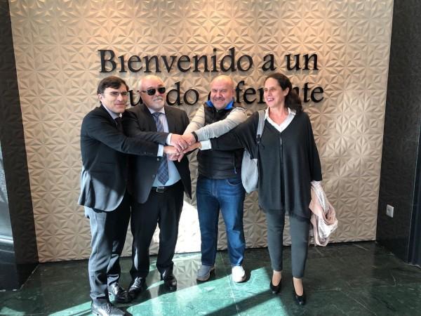 Στιγμιότυπο από τη συνάντηση στη Μαδρίτη. Ανάμεσά τους ο Ι. Βαρδακαστάνης