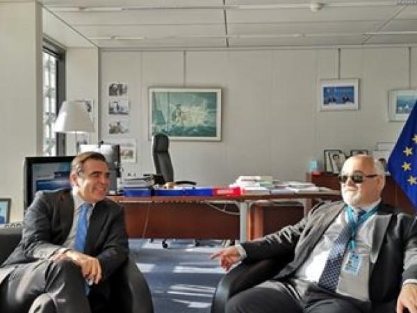 Στιγμιότυπο από τη συνάντηση Ι. Βαρδακαστάνη και Μ. Σχοινά