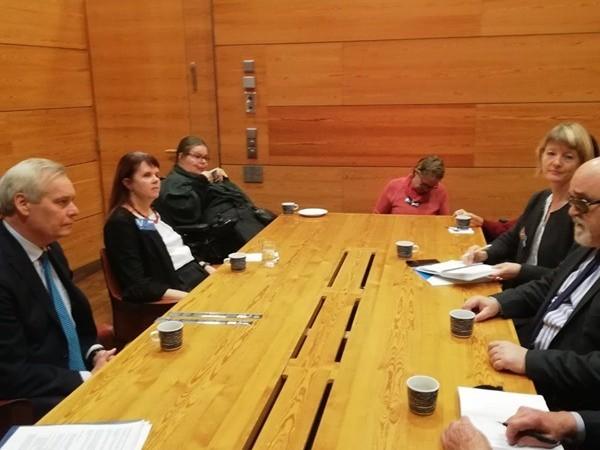 Στιγμιότυπο από τη συνάντηση μεταξύ Ι. Βαρδακαστάνη και Antti Rinne